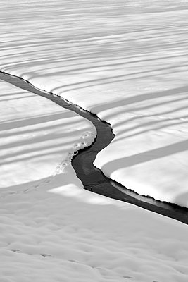 Bächlein im Winter - p248m822843 von BY