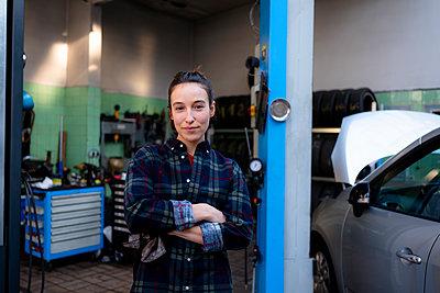 Essen, NRW, Deutschland, Autowerkstatt, Small Business, Chefin, w31, Handwerk, KFZ, Auto, Reparatur - p300m2290579 von Kniel Synnatzschke