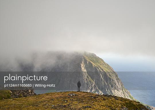 Ausblick auf den Lofoten - p1124m1165683 von Willing-Holtz