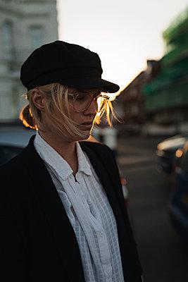 Woman wearing cap - p1477m2038895 by rainandsalt