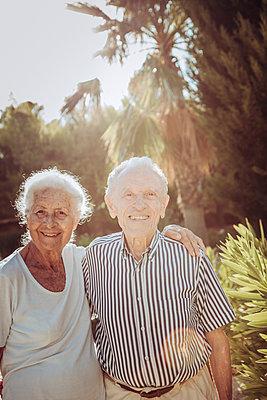 Greece, Senior couple, portrait - p713m2283576 by Florian Kresse