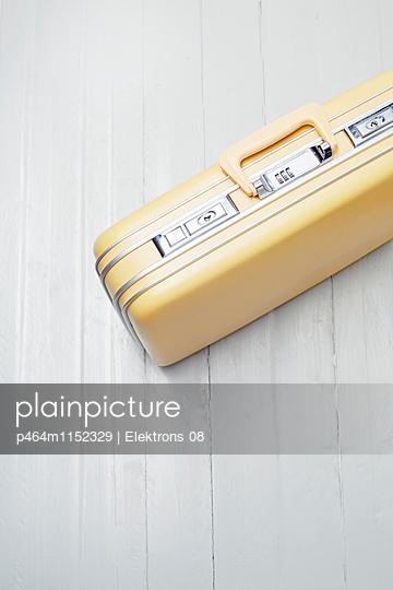Reisekoffer - p464m1152329 von Elektrons 08