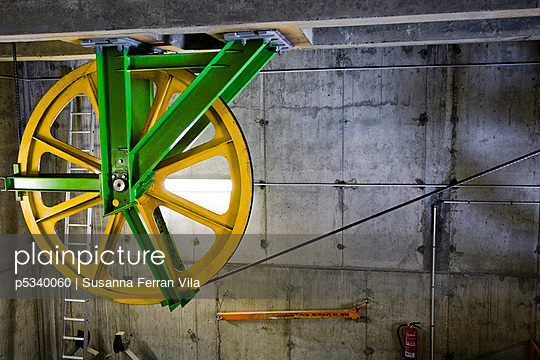 Cable-car turbine - ski resort - p5340060 by Susanna Ferran Vila