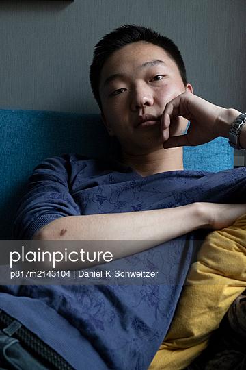 Asiatischer Mann - p817m2143104 von Daniel K Schweitzer