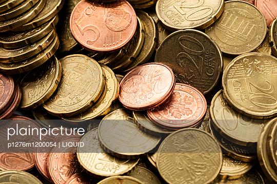 Geldmünzen Nahaufnahme - p1276m1200054 von LIQUID