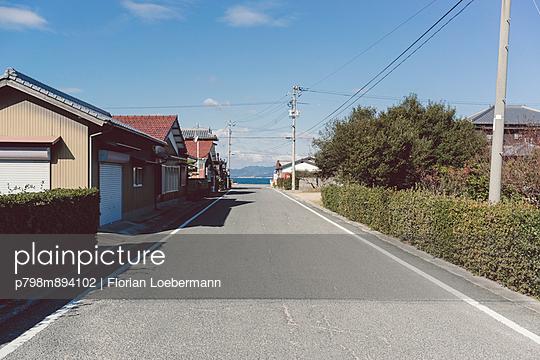 Straße zum Meer - p798m894102 von Florian Loebermann