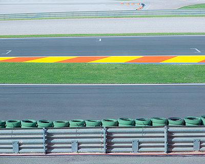Leere Motorrad Rennstrecke  - p1542m2175487 von Roger Grasas