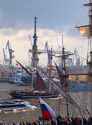Hafengeburtstag Hamburg - p338m1034712 von Marion Beckhäuser