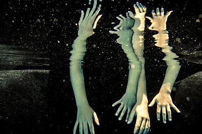 Hands underwater - p1019m1461893 by Stephen Carroll