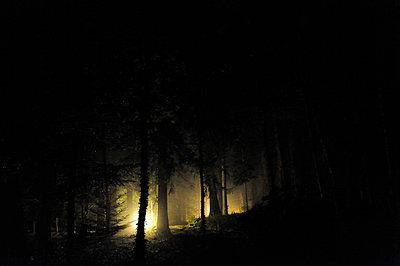 Licht im Dunkeln - p8290138 von Régis Domergue
