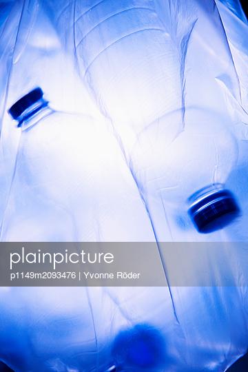 Plastic waste - p1149m2093476 by Yvonne Röder