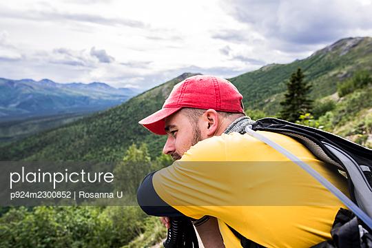 USA, Alaska, Hiker looking at view in Denali National Park - p924m2300852 by Rosanna U