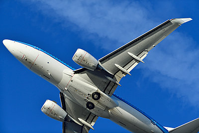Boeing 737 airliner flying - p1048m2035874 by Mark Wagner