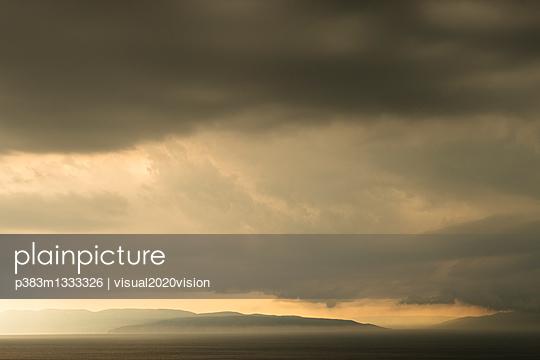 Dunkle Wolken - p383m1333326 von visual2020vision