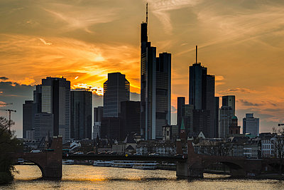 Germany, Hesse, Frankfurt, financial district at sunset, Tower 185, Commerzbank, HelaBa and old bridge - p300m1140797 by Walter G. Allgöwer