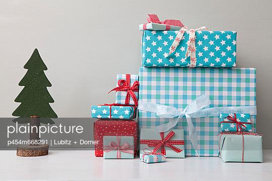 Weihnachtsbescherung - p454m668291 von Lubitz + Dorner