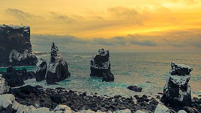 Die Klippen von Hafnarberg auf der Reykjanes Halbinsel - p1400m1452330 von Bastian Fischer