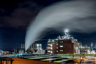Chemical industrial plant - p401m2228377 by Frank Baquet