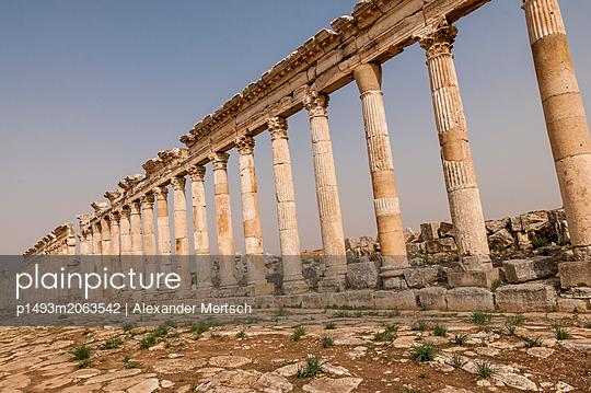 Ruinen der antiken Stadt Apameia im Norden Syriens - p1493m2063542 von Alexander Mertsch