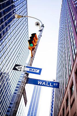 Wall Street - p1053m918403 by Joern Rynio
