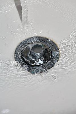 Water in the sink - p1673m2260778 by Jesse Untracht-Oakner