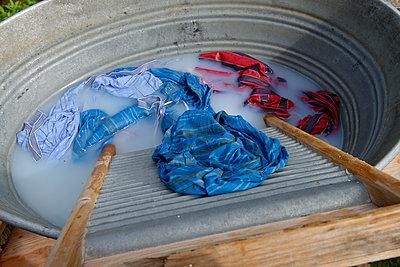 Sweden, Stockholm, Djurgarden, Skansen, laundry in washing trough at historical washday - p300m2219479 by Lisa und Wilfried Bahnmüller