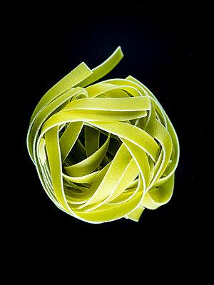 Green ribbon noodles - p401m2191430 by Frank Baquet