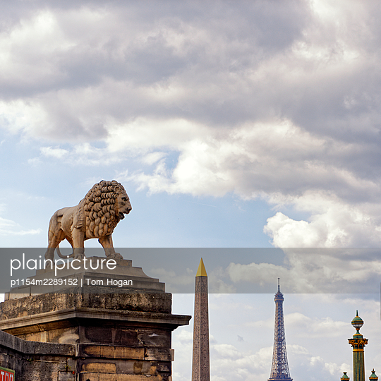France, Paris, Icons of architecture - p1154m2289152 by Tom Hogan