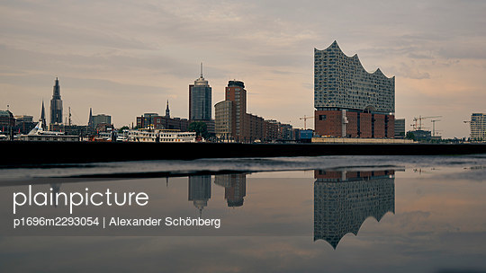 Elbe Philharmonic Hall - p1696m2293054 by Alexander Schönberg
