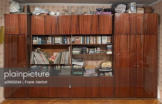 Glasierte Schranwand - p3900244 von Frank Herfort