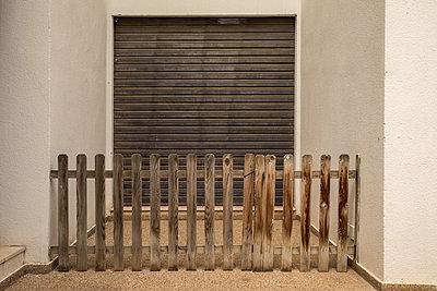 Closed - p1021m2262392 by John-Patrick Morarescu
