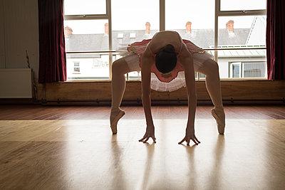 Ballerina practicing ballet dance - p1315m2017667 by Wavebreak