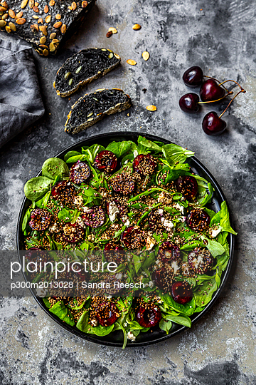 Lamb's lettuce with cherries, feta cheese, roasted sesame and black sepia spelt bread - p300m2013028 von Sandra Roesch