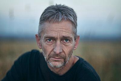 Mann mit Bart, Porträt - p1324m1441367 von michaelhopf