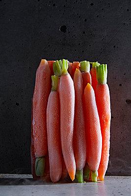 Frozen carrots - p851m1528970 by Lohfink