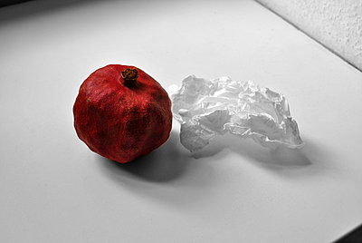 Pomegranate next to paper - p1648m2228465 by KOLETZKI