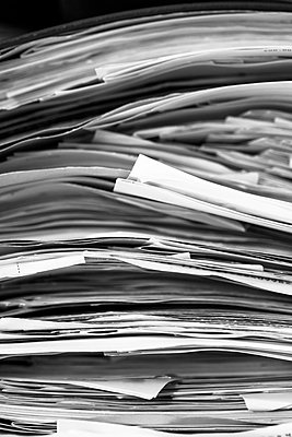 Pile of misplaced papers - p1682m2270276 by Régine Heintz