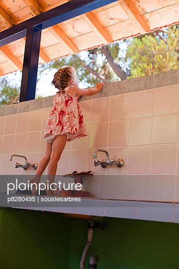 Auf dem Waschbecken - p8280495 von souslesarbres