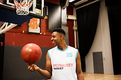 Smiling basketball player - p312m2161946 by Johner