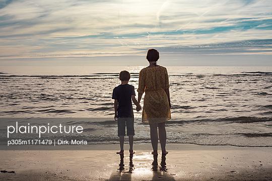 Mutter und Kind - p305m1171479 von Dirk Morla