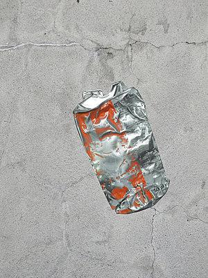 Platte Dose - p444m1055955 von Müggenburg