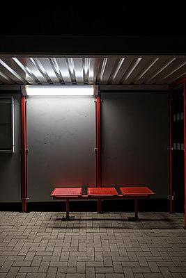 Bushaltestelle - p930m1225706 von Phillip Gätz