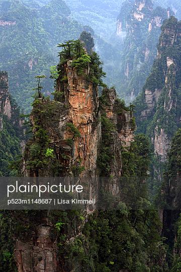 Zhangjiajie National Forest Park, China - p523m1148687 von Lisa Kimmell