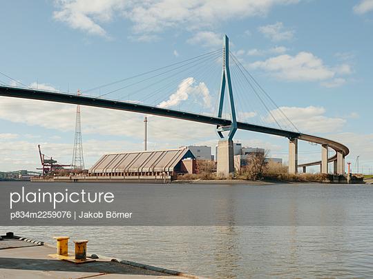 Germany, Hamburg, Köhlbrandbrücke - p834m2259076 by Jakob Börner