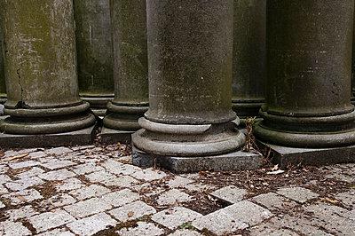 Säulenfragmente - p2230429 von Thomas Callsen