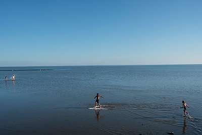 Beach holidays - p229m2108723 by Martin Langer