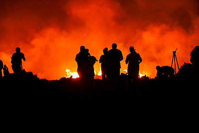 Photographers at the Kilauea volcano May 2018 eruption, East Rift Zone, Leilani Estates subdivision; Pahoa, Island of Hawaii, Hawaii, United States of America - p442m2091880 by Peter French