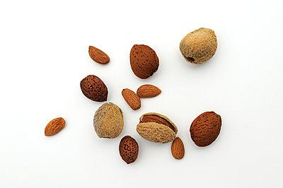 Almonds - p470m1004933 by Ingrid Michel