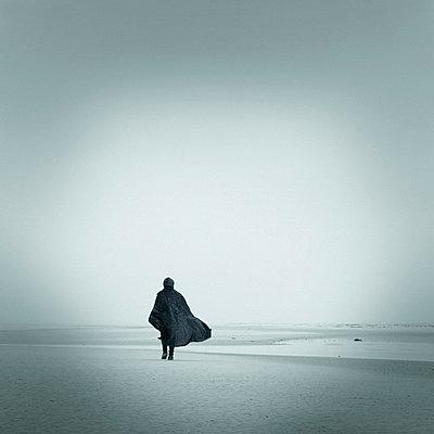 Spaziergang allein - p992m721042 von Carmen Spitznagel
