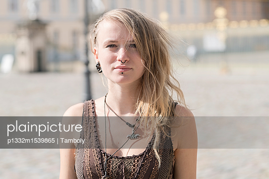 Portrait of young blond alternative girl with piercings and steam punk style - p1332m1539865 by Tamboly